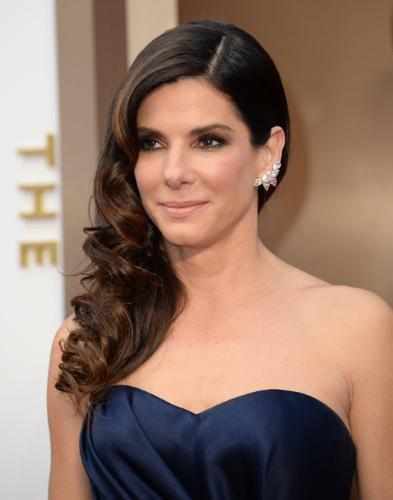 Sandra Bullock selects platinum jewelry for the Oscars!