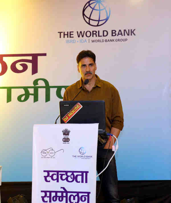 Akshay Kumar addressing the Swachh Bharat Champions, at a 2-day 'Swachhata Sammelan', in Mathura on December 22, 2016.