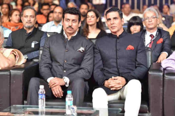 Indian minister Rajyavardhan Rathore and Bollywood actor Akshay Kumar at International Film Festival of India. Photo: PIB
