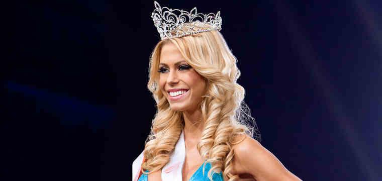 Nikolett Szollath Named Miss Hooters in Swimsuit Pageant