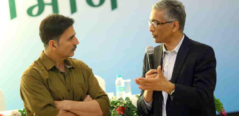The Secretary, Ministry of Drinking Water and Sanitation, Parameswaran Iyer with Akshay Kumar at a 2-day 'Swachhata Sammelan' in Mathura on December 22, 2016.